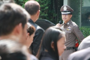 ผบช.ส.นำข้าราชการตำรวจในสังกัดเข้าร่วมภารกิจปะปนฝูงชน ในพิธีการเคลื่อนพระศพพระบาทสมเด็จพระปรมินทรมหาภูมิพลอดุลยเดช