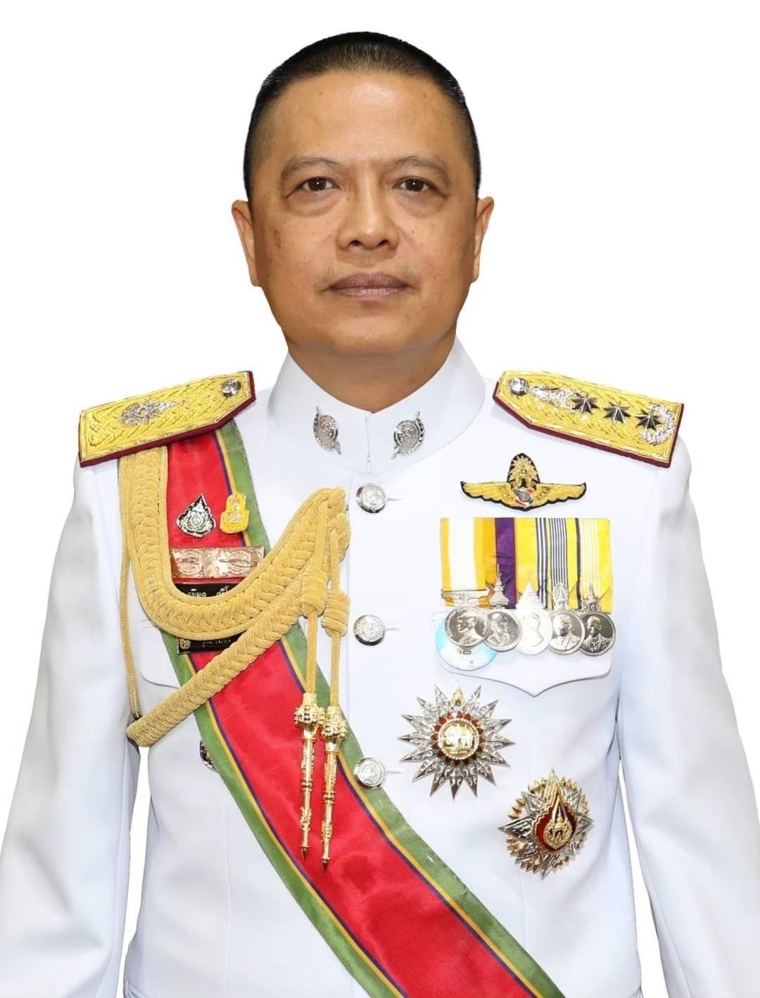 พล.ต.ท.ธนพล ศรีโสภา ผู้บัญชาการตำรวจสันติบาล